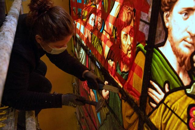 Eglise St-Jacques : vitraux en cours de restauration